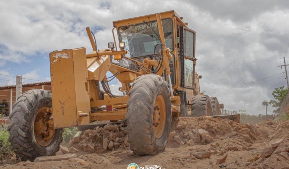 Prefeitura segue em recuperação de estradas vicinais em zona rural de Olivença