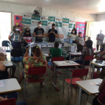 Entrega de material didático aos alunos da Educação Infantil da rede municipal de ensino